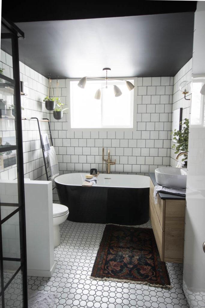 Vintage chique badkamer van Lindi en Russel