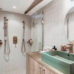 Vintage rustieke moderne badkamer