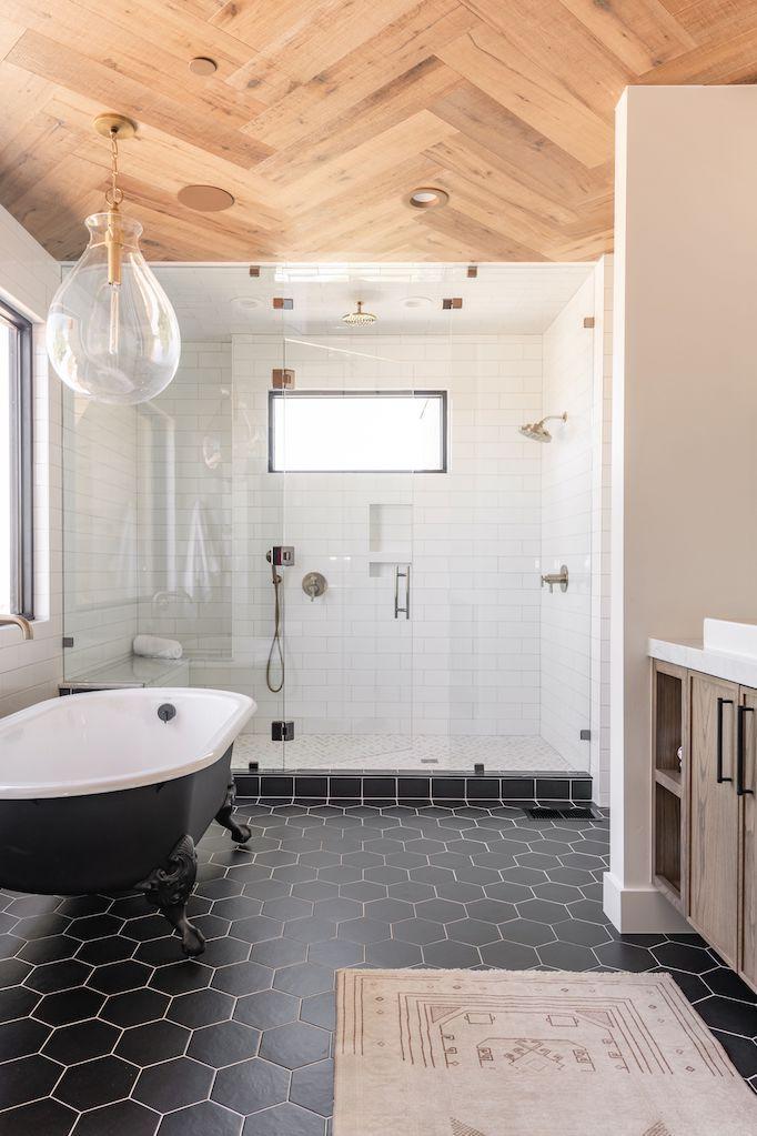 Visgraat houten plafond badkamer