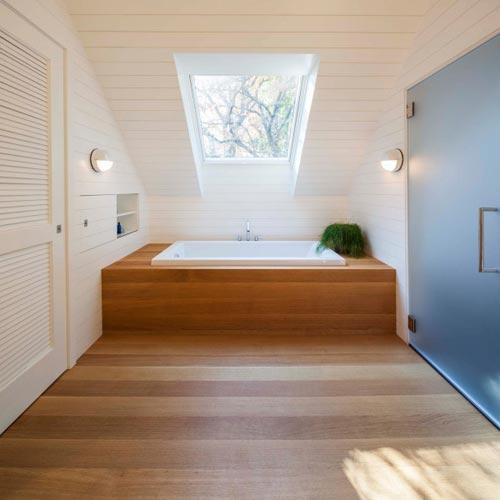 Badkamers voorbeelden u00bb Warme houten planken in badkamer