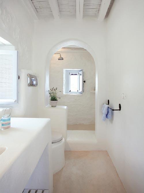 Wit gekalkte badkamer uit Mykonos