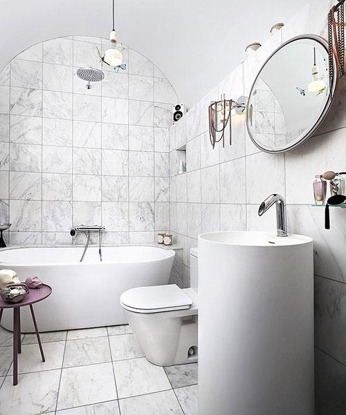 Wit marmer in moderne badkamer - Badkamers voorbeelden