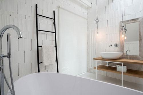 Witte badkamer met betonnen vloer badkamers voorbeelden