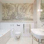 Witte vintage badkamer door ontwerper Richard Dewhurst