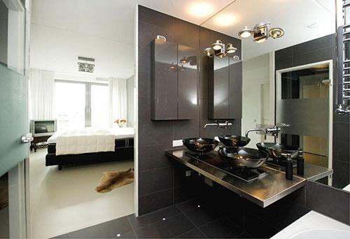 Zwarte badkamer naast slaapkamer badkamers voorbeelden - Slaapkamer met open badkamer ...
