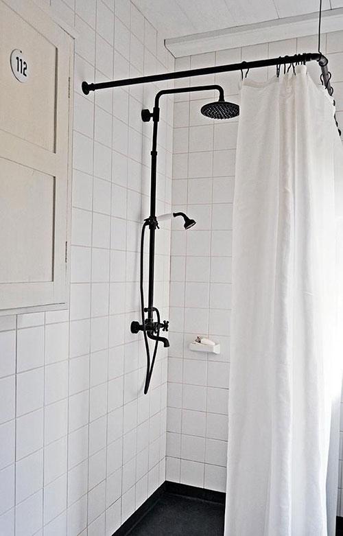 Zwarte douche kraan