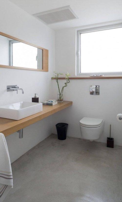 Zwevende houten werkbladen in badkamer - Badkamers voorbeelden